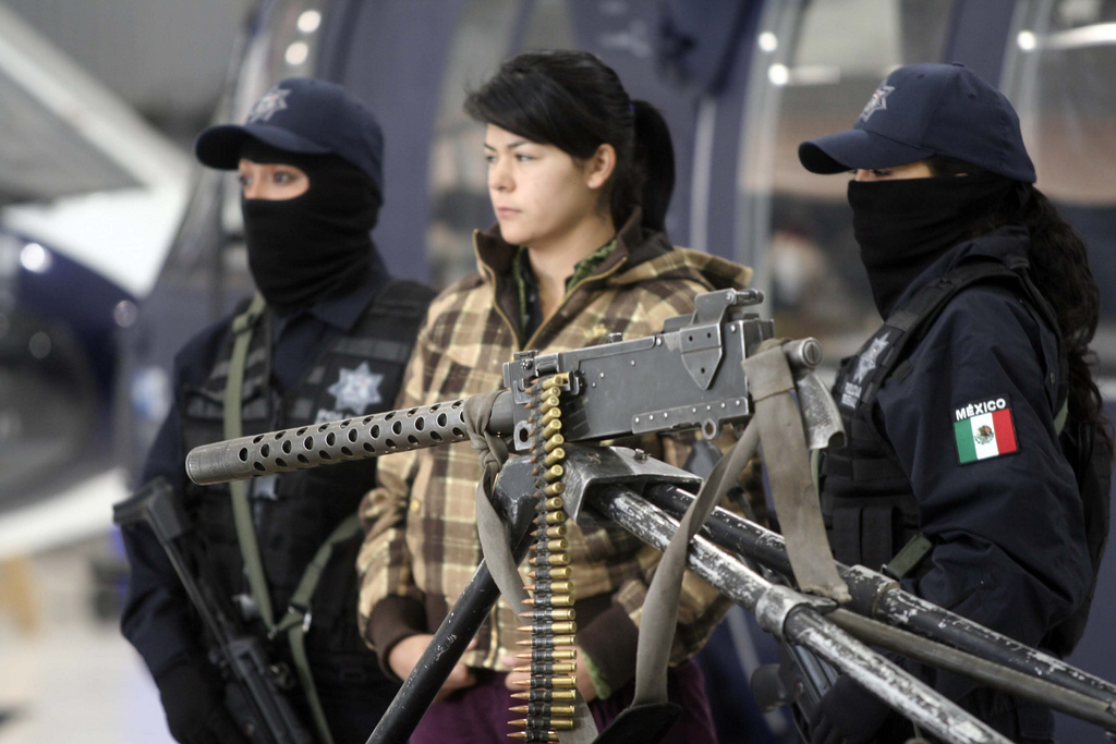 "&quotMEXICO PRESENTCION ARMAS Y DETENIDO"" by Jesús Villaseca Pérez on Flickr (CC-BY-NC-SA)"