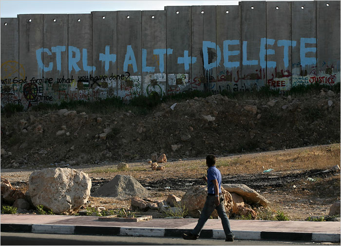"""""""task managing the israeli wall"""", by oceandesetoils on flickr (CC-BY-NC-SA)"""