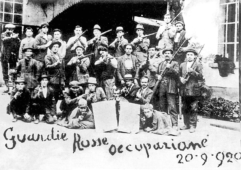 Le guardie rosse durante l'occupazione delle fabbriche del settembre 1920. (© L'immagine appartiene ai rispettivi proprietari / Property of its respective owners)