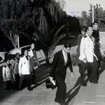 """Anonimo, """"L'ambasciatore spagnolo in Turchia, Pedro Prat y Soutzo (in primo piano, con la giacca bianca), presenta le proprie credenziali al governo turco accompagnato dai suoi uomini"""", ottobre 1940. Riproduzione fotomeccanica, 10×13 cm. Madrid, Archivo General de la Administración, Cultura (© L'immagine appartiene ai rispettivi proprietari / Property of its respective owners)"""