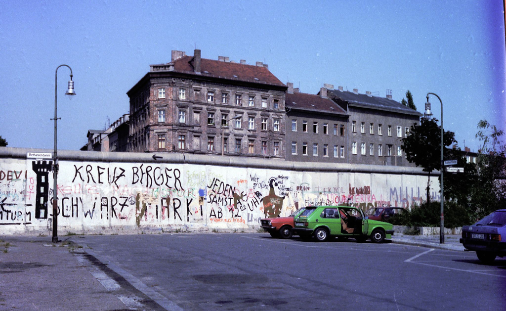 """1983_08_164_Berlin. The Wall at Adalbertstrasse and Bethariendamm Kreuzberg"" by Père Ubu on Flickr (CC BY-NC 2.0)"