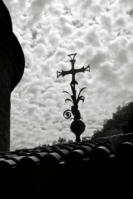 """Cruz de Montserrat "" by TheWebChemist on Flickr (CC BY-ND 2.0)"