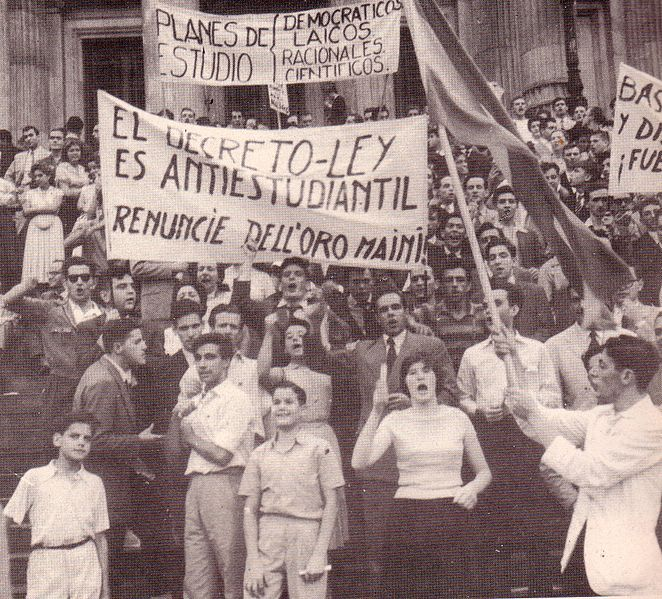 """""""Laica o Libre. Movilización obrero-estudiantil. Buenos Aires 1959"""" by Roblespepe via Wikimedia Commons (Public domain)"""