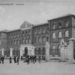 """Instituto José Zorrilla (Valladolid)"" Colección Valladolid, cartolina, pubblicata da ""El Mundo de Valladolid"". Instituto de 2ª enseñanza. Fotografía. Fotografia 140 x 90 B/N on Wikimedia Commons (CC-BY-SA-3.0)"