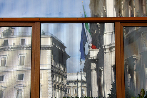"""Montecitorio.....riflesso"" by Pek, 2009 (CC-BY-SA)"