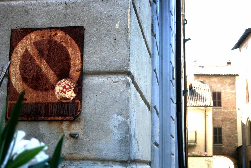 """""""Pavia, ex casa del popolo - Proprietà privata e Democrazia proletaria"""" by bluto blutarski on Flickr (CC BY-NC-SA 2.0)"""