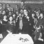 """""""Redazione del settimanale satirico «Il Travaso delle idee»"""", 1922 (attraverso Wikipedia Italia [Public domain])"""
