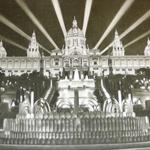 "Anonimo, ""View of the Palau Nacional during its inauguration in 1929"", 1929. Stampa su carta, 13×18 cm. Fotografia pubblicata in GRANDAS, María Carmen, ""L'Exposició Internacional de Barcelona de 1929"", Sant Cugat del Vallès (Barcelona), Els Llibres de la Frontera, 1988, p. 137 (attraverso Wikimedia Commons [Public domain])"