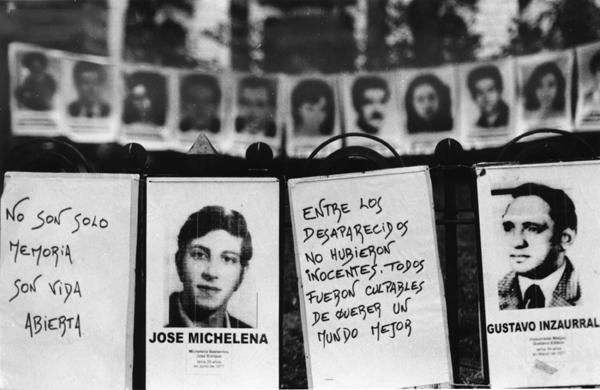 """""""Nuestra memoria no olvida!, nuestra dignidad no perdona!"""" by Xanti Revueltas on Flickr (CC BY-NC-ND 2.0)"""