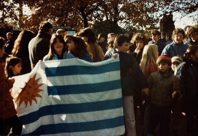 """""""Exiliados con banderita"""" by la teja Pride on Flickr (CC BY-SA 2.0)"""