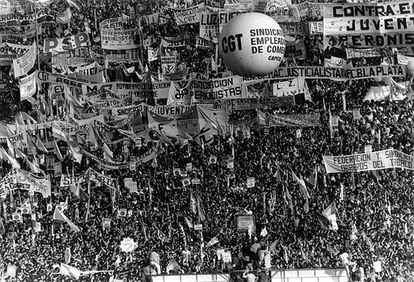 """""""Movilización contra la dictadura de militar el 30 de marzo de 1982"""" by Mr. Moonlight on Wikimedia Commons (Public domain)"""