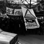 Demonstration, Berliner Häuserkampf / Transparent Kurt Jotter/FDGÖ/Büro für ungewöhnliche Maßnahmen, Berlin by Kurt Jotter via Wikimedia Commons (CC BY-SA 3.0)