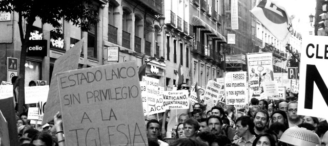 """Sin privilegio a la Iglesia: marcha laica"" by Carlotta Tofani on Flickr (CC BY-NC-ND 2.0)"
