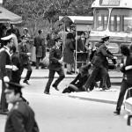 Il trattamento brutale delle donne da parte della polizia era frequente, così come il fatto che venissero apostrofate come 'prostitute' per il loro abbigliamento, contrario ai dettami del regime.