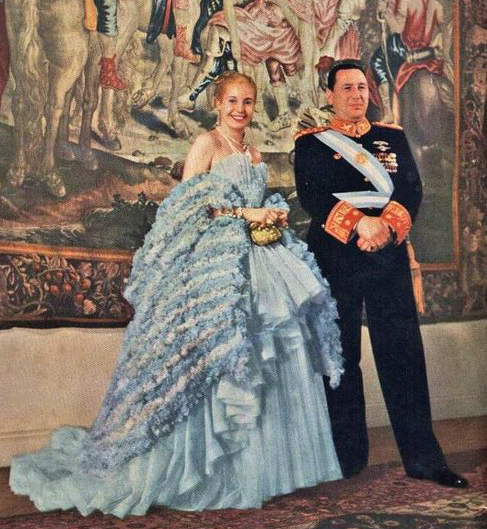 Juan Domingo Perón ed Eva Perón durante una cena di protocollo nel 1947 (via Wikipedia.it [CC BY-SA 3.0])