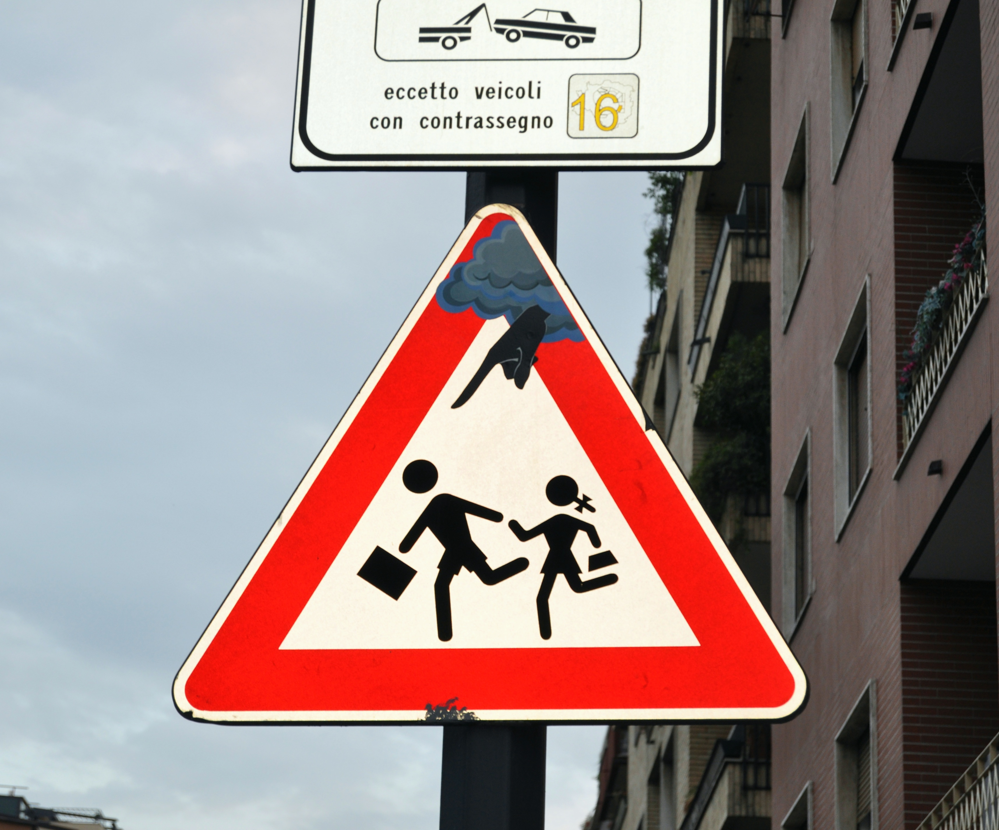 """""""Pericolo scuola e temporali"""" by Lino M on Flickr (CC BY-SA 2.0)"""