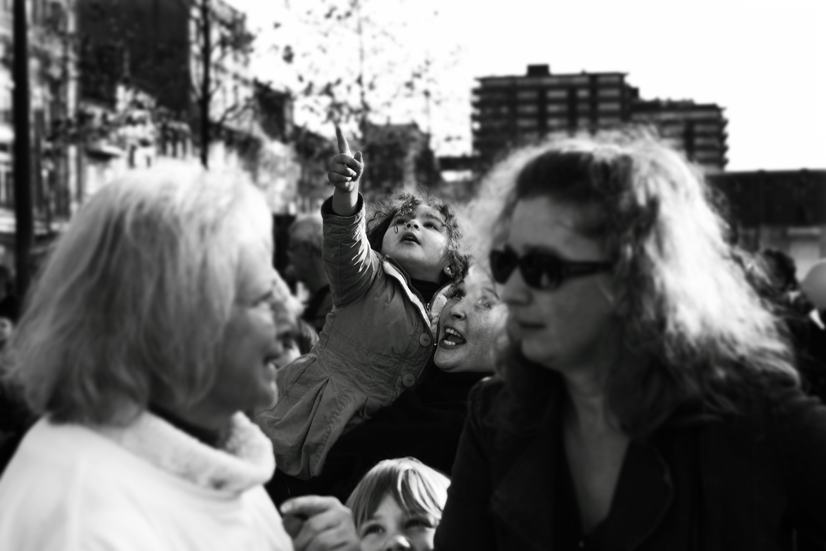 """Regarde !"" by loiez Deniel on Flickr (CC BY-2.0)"