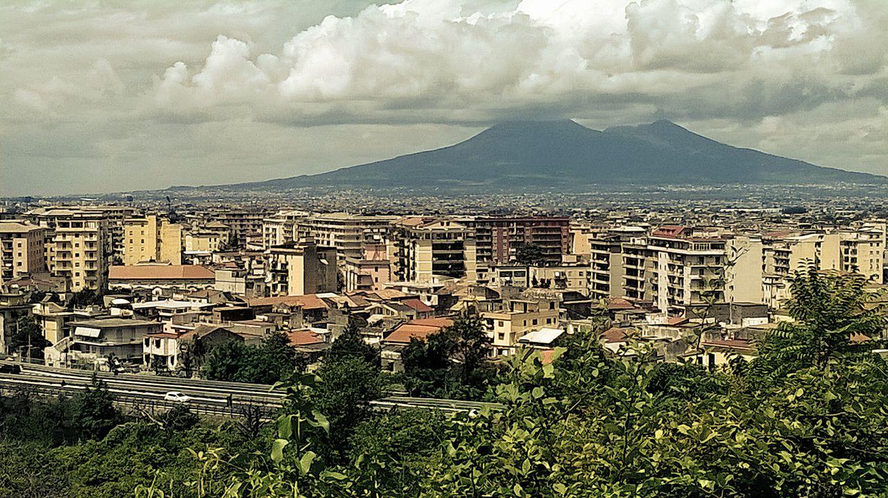 """""""Veduta del Vesuvio da Pagani, località Torretta"""" by Gerardo Russo via Wikimedia Commons (CC BY-SA 4.0)"""