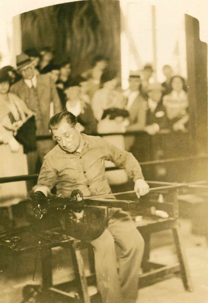 Fotografia promozionale della fornace della Pauly&C.-Compagnia Venezia Murano per l'Expo di Chicago (1933)