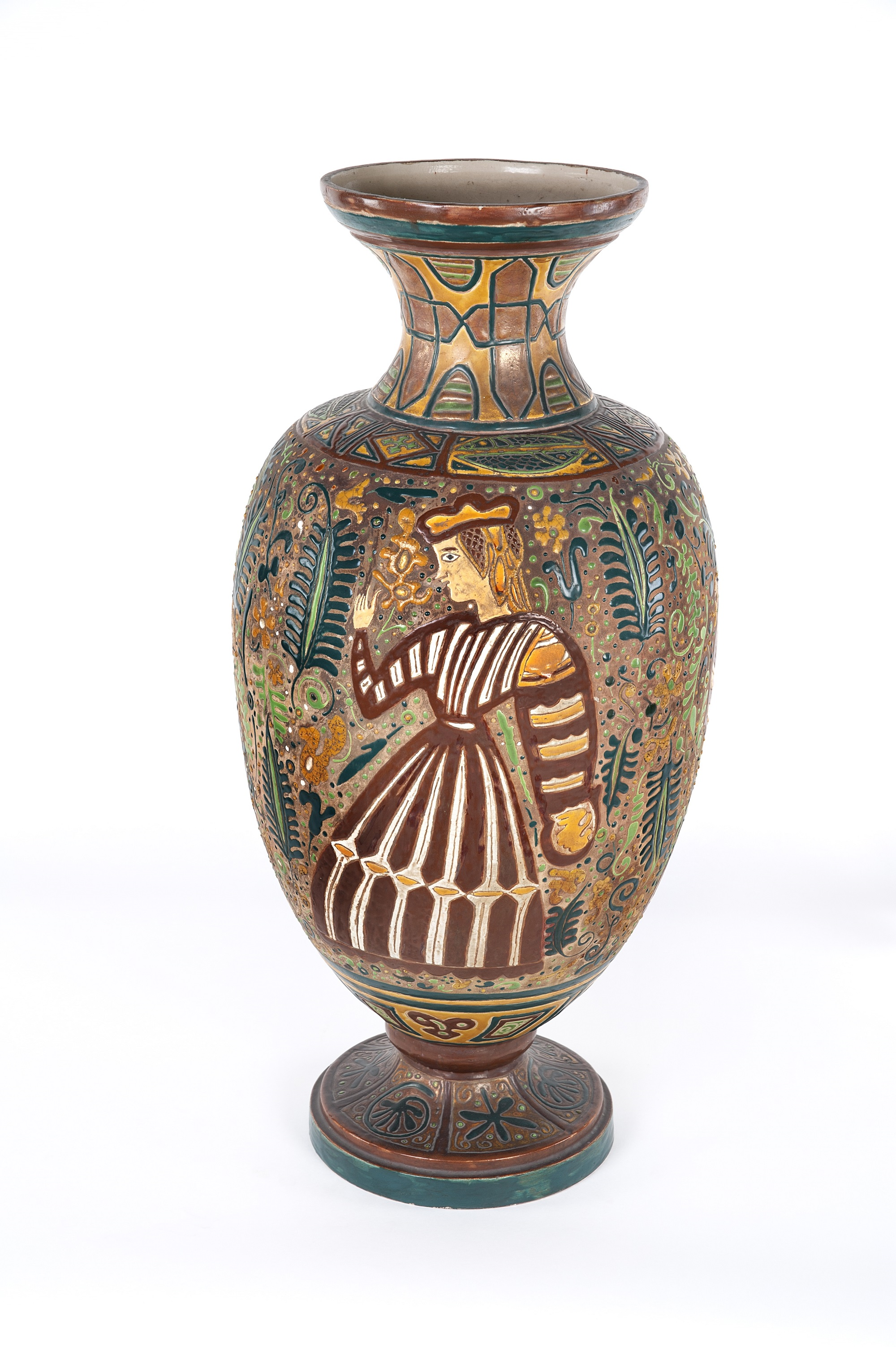 """Amelia Cuñat y Monleón (1878-1946), """"Vaso di ceramica"""", 1930-1940 c.ca. Ceramica cuerda seca, policromo, 78,5 x 23,5 cm. Museo Nacional de Cerámica y Artes Suntuarias González Martí, Valencia, via Wikimedia Commons [Public Domain]."""