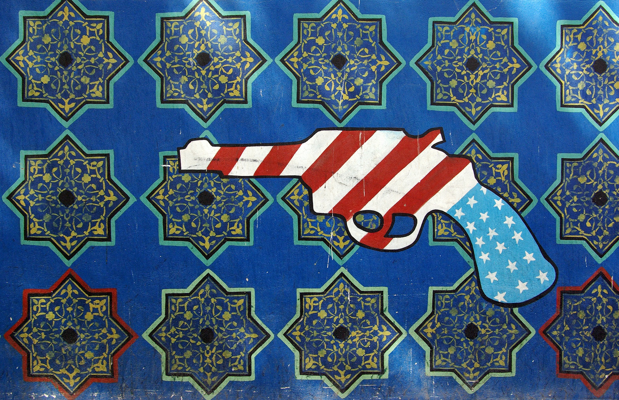 """Teheran US embassy propaganda gun by Phillip Maiwald (Nikopol) via Wikimedia Commons (CC BY-SA 3.0)"